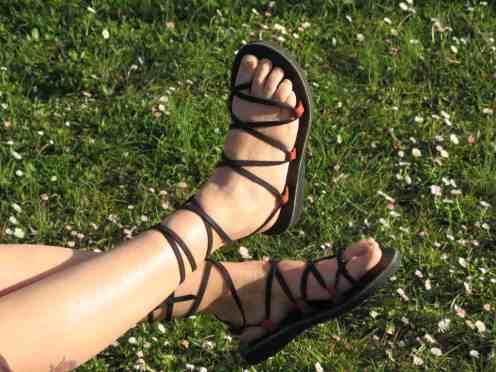 Spartiates en cuir - rouge-lacets noirs - Du 35 au 41 - 55€ Du 42 au 45 - 60€ paire de lacets supplémentaire 10€